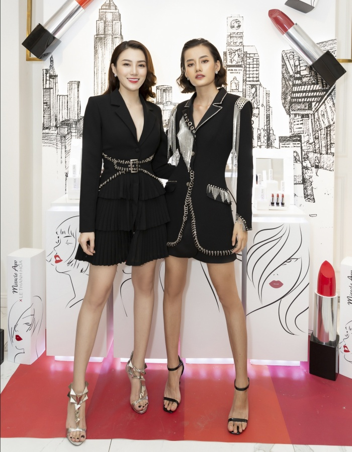 Người đẹp đi cùng Kim Chi The Face đến dự sự kiện.