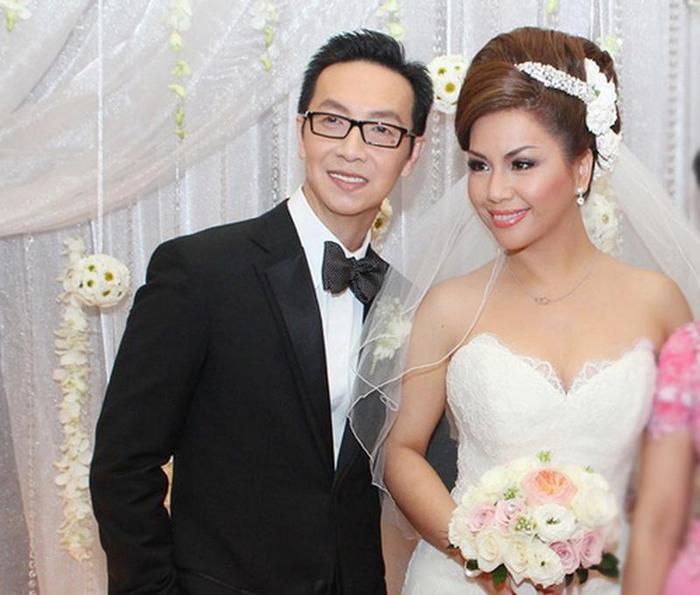 Nữ ca sĩ Minh Tuyết và ông xã Diệp Keith đã kết hôn lặng lẽ từ nhiều năm nay. Nhưng phải đến 16 năm sau cặp đôi mới tổ chức đám cưới để ra mắt mọi người.