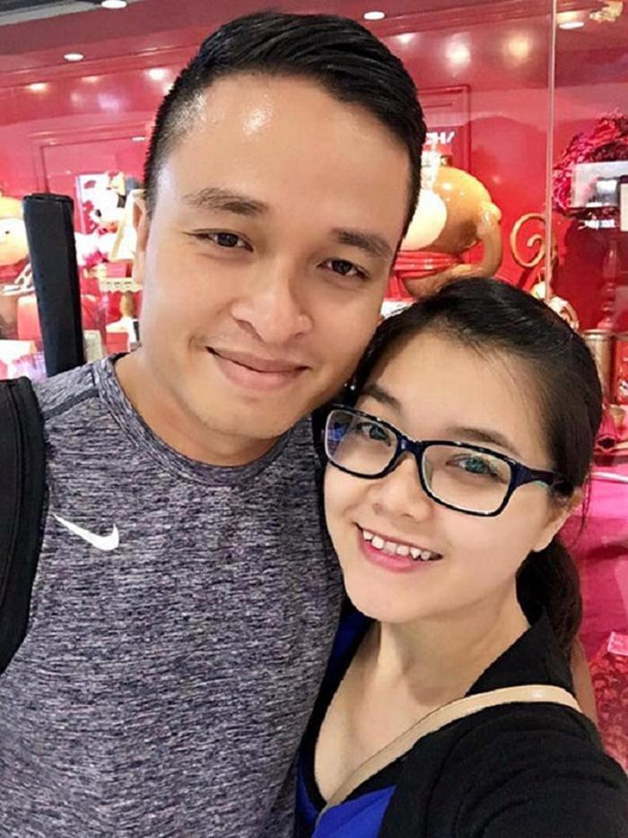 Có thời điểm trong năm nay, Thanh Ngọc bị đồn có bầu nhưng cô phủ nhận vì khoe ảnh giày len trẻ em tự đan cũng như thường xuyên mặc váy rộng, để lộ vòng 2 to.