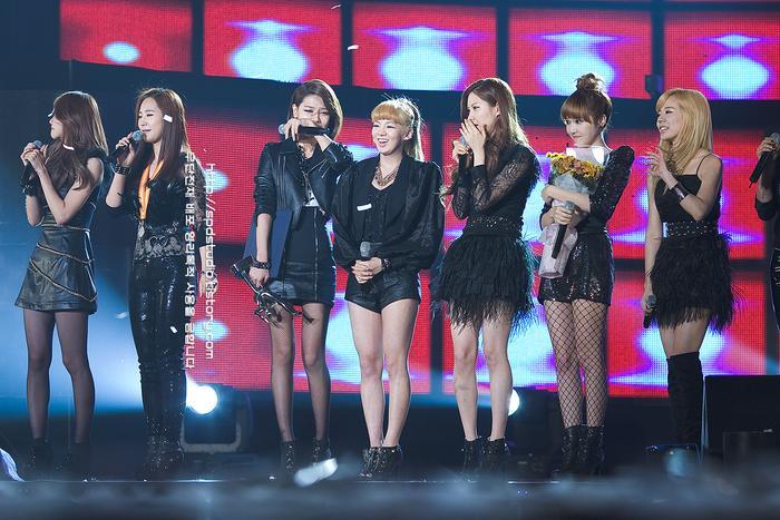 SNSD nhận Daesang cho hạng mục Album của năm.