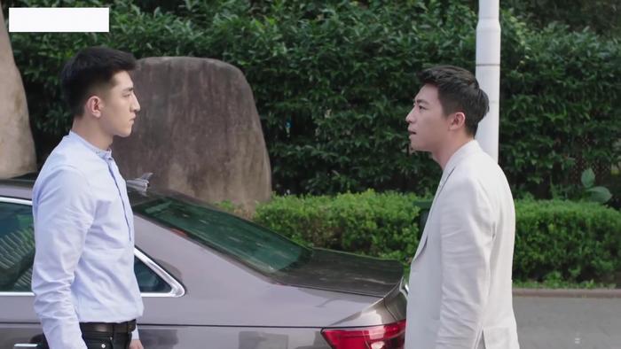 Lệ Trí Thành cùng với Cố Diên Chi diễn một màn kịch đánh nhau công khai giữa phố để Peter không nghi ngờ kế hoạch Khuynh Thành mà Cố Diên Chi đưa cho hắn.