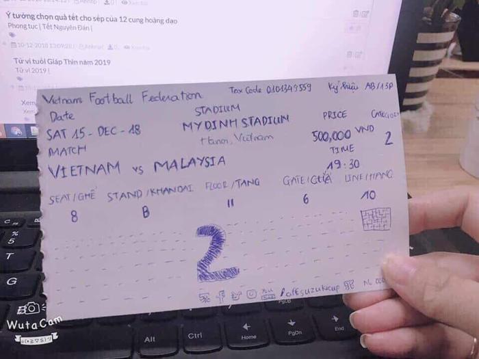 Không 'canh me' được vé xem bóng đá, cô gái tự làm tấm vé giả an ủi bản thân khiến dân mạng cười ngất