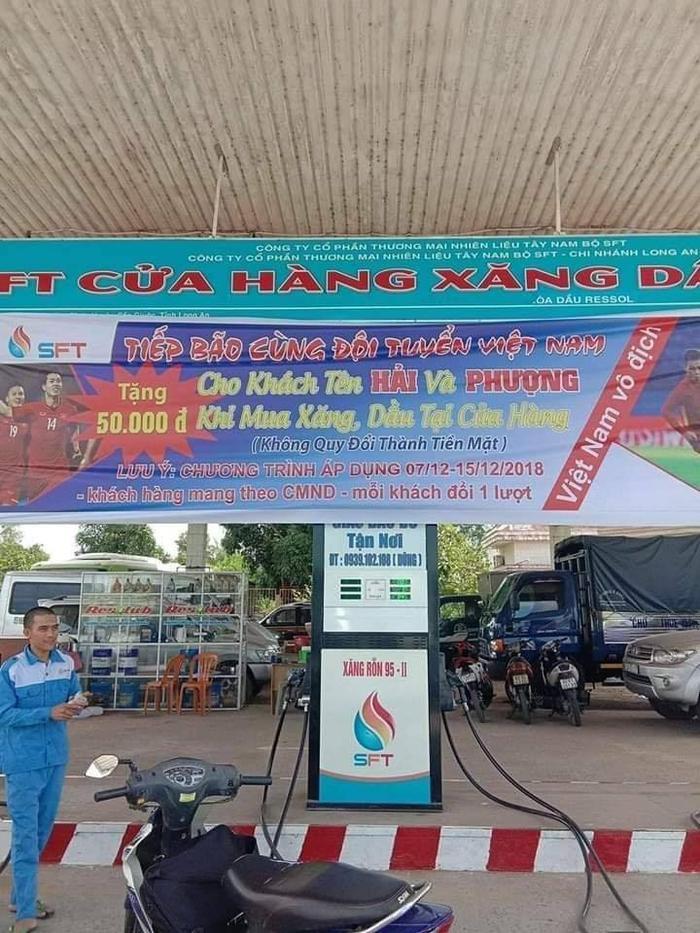 Trận chung kết chưa diễn ra, nhưng khắp nơi tại Việt Nam đã khí thế hơn cả đi 'bão' rồi