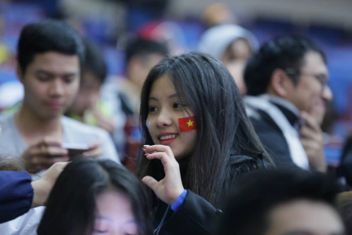 Lác mắt ngắm dàn nữ sinh xinh đẹp trong buổi offline cổ vũ trận chung kết Việt Nam gặp Malaysia