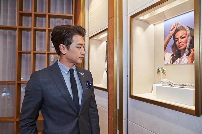 Từ ngày lấy vợ là mỹ nhân xinh đẹp nhất nhì xứ Hàn Kim Tae Hee, anh ít xuất hiện hẳn trong các hoạt động showbiz, chỉ tham gia một vài sự kiện thời trang