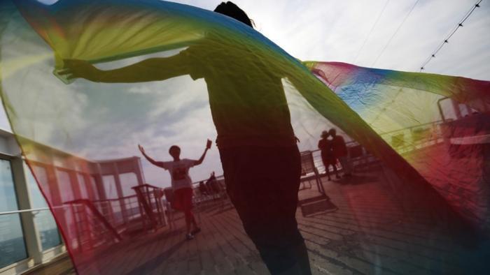 Cuộc chiến đấu tranh giành sự bình đẳng sẽ ngày một khó hơn khi những người kì thj lợi dụng quy tắc trên để bóp chặt cuộc sống của cộng đồng LGBTI