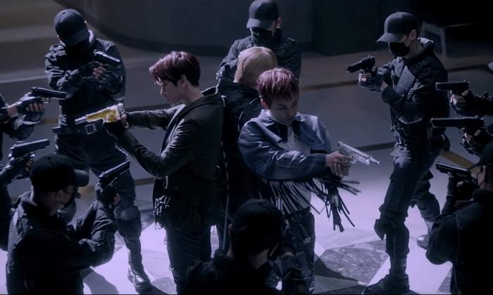 EXO hóa những quý ông đầy nguy hiểm nhưng vô cùng quyến rũ.