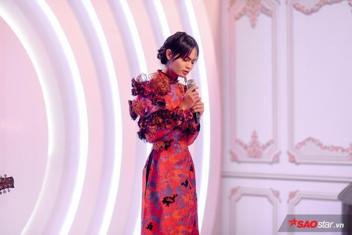 Châu Kim Sang mang đến phần trình diễn cảm xúc.