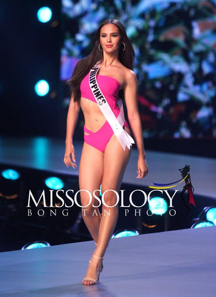 Trong đêm bán kết, Hoa hậu Philippines đã tung chiêu bài lợi hại nhất khiến mọi đối thủ lu mờ.