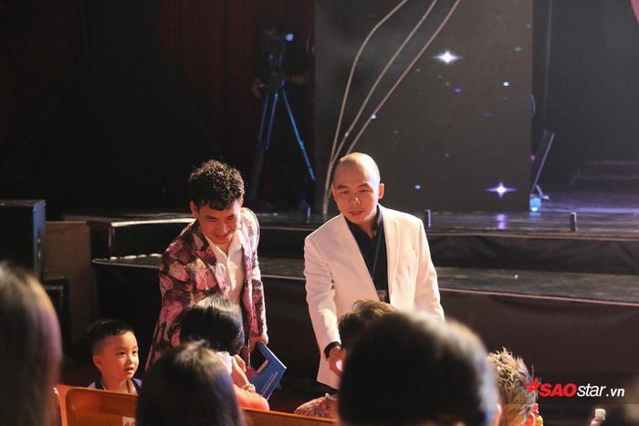 Các khách mời có mặt từ sớm trước khi chương trình bắt đầu.