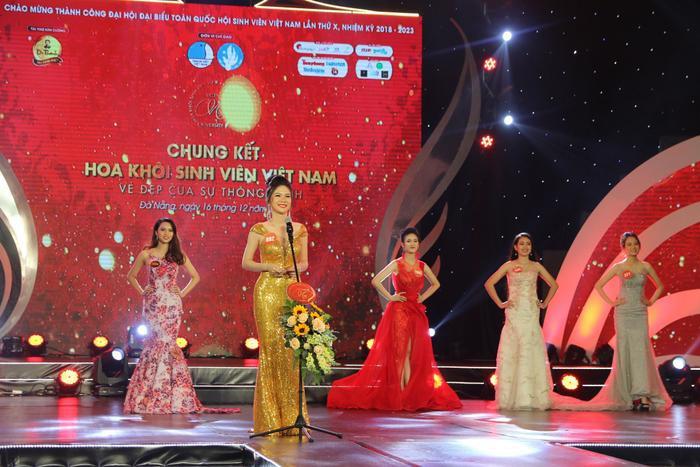 Vòng Bán kết được tổ chức tại Hà Nội, Đà Nẵng và TP Hồ Chí Minh,với3 phần thi: Tìm hiểu kiến thức xã hội, Thi tài năng và Trình diễn áo dài, Ban Giám khảo đã lựa chọn 45 gương mặt xuất sắc nhất để bước vào vòng Chung kết.