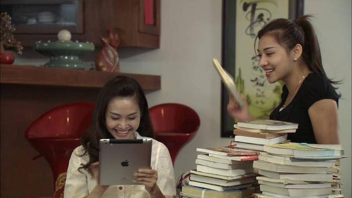 Thùy Linh (vai Ngân) và Lưu Đê Ly (vai Ngọc) trong phim Viết tiếp bản tình ca.