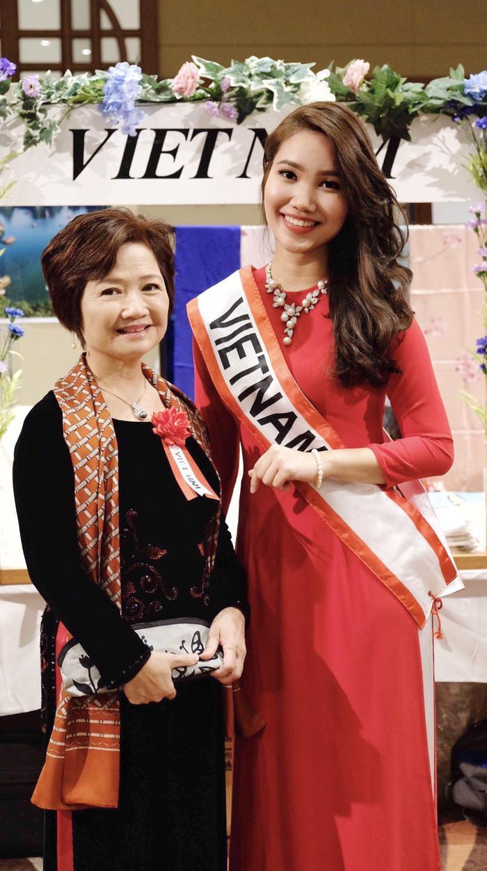 Cô từng là Đại sứ cho Hội chợ từ thiện lần thứ 42 tại thủ đô Tokyo, Nhật Bản.