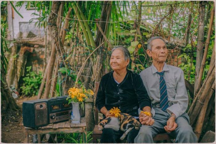 U80 ở cái thời chỉ có chiếc radio mà khiến 'u đôi mươi' hờn ghen ngưỡng mộ vì yêu ngọt hơn mật