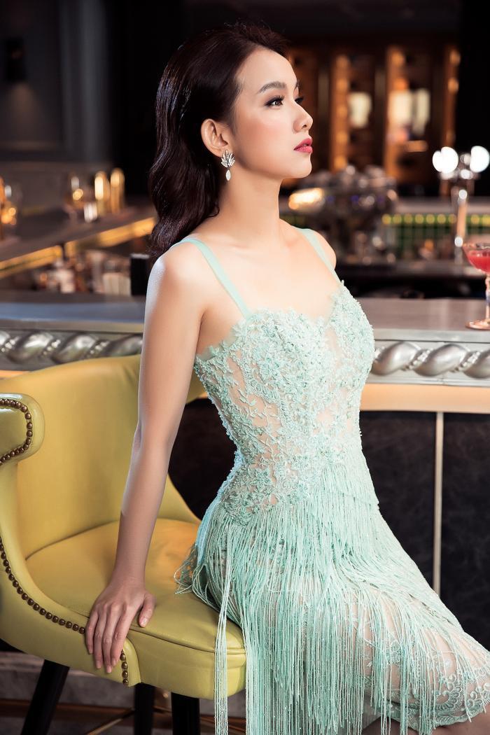 Thùy Lâm khoe nhan sắc không tì vết sau 10 năm thi Miss Universe