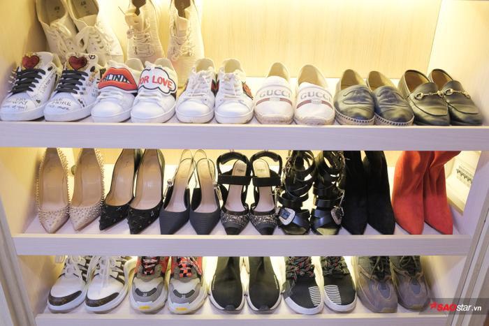 Đặc biệt, tủ giày đầy ắp các thương hiệu nổi tiếng như Kenzo, Balenciaga…