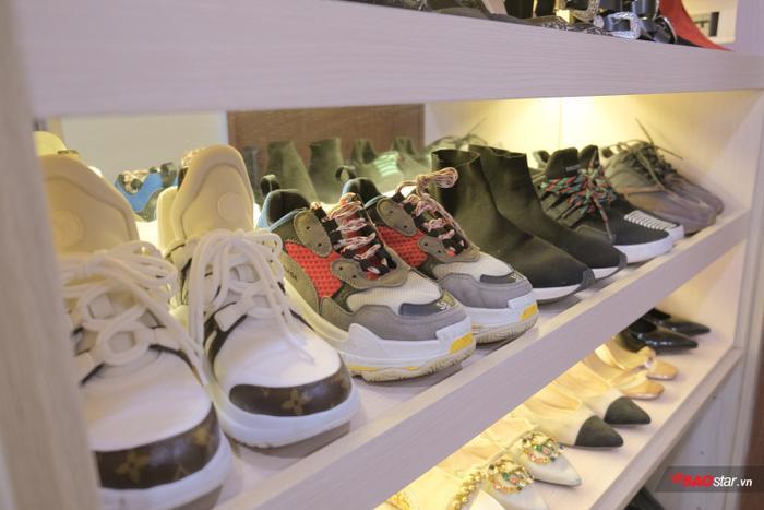 Ít ai biết, Quỳnh Hoa có gu thời trang rất cá tính nên giày thể thao đã chiếm 1/3 tủ đồ của người đẹp…
