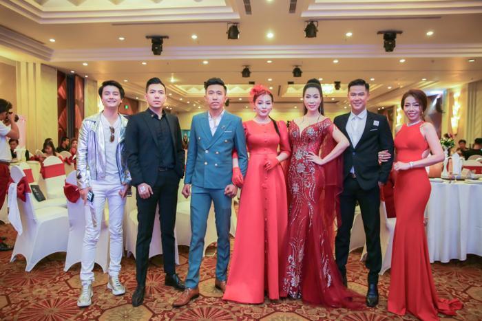 Ca sĩ Khánh Phong, CEO Quang Trần, Cặp đôi CEO Tatu Luxury Trung Lê - Thái Ngân, Á Hậu Trịnh Kim Chi, Nam Vương Cao Thiên Phước, Giám đốc Tatu Spa (từ phải qua).