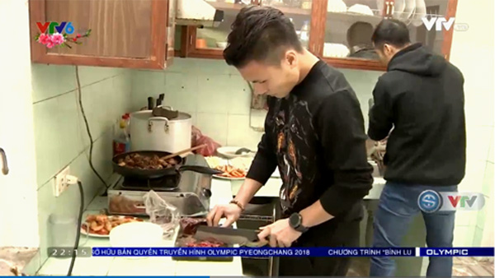 Nghề tay trái 'hái ra tiền' của các cầu thủ: Quang Hải làm đầu bếp, Công Phượng bán cafe còn Lâm Tây là mẫu ảnh…