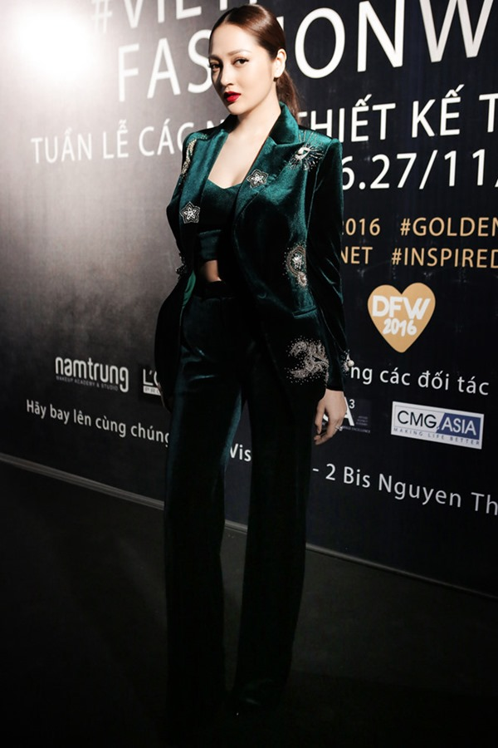 Cùng một kiểu quần nhung nhưng H'Hen Niê lọt vào top 5 Miss Universe 2018 còn Chi Pu thì trông già hẳn
