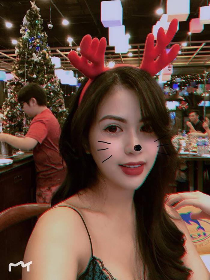 Bà xã diễn viên Việt Anh – hot mom Hương Trần xinh đẹp trong bữa tiệc tối Noel.