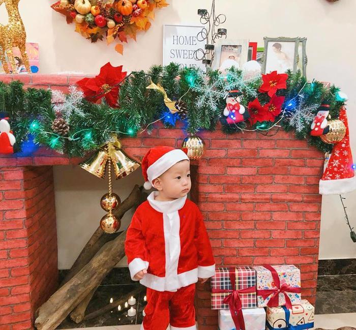 Cô đón Giáng sinh cùng cậu con trai kháu khỉnh.