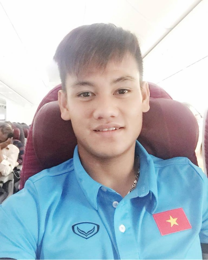 Sau U20 World Cup, Hồ Tấn Tài từng được gọi lên tuyển Việt Nam dưới thời HLV Hữu Thắng. Bây giờ, Hồ Tấn Tài lần thứ 2 lên tuyển khi HLV Park chọn thay Đình Trọng. Một sự đền đáp xứng đáng cho nỗ lực không ngừng nghỉ của Tấn Tài trong suốt 1 năm qua.