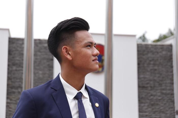 Hồ Tấn Tài quê ở Bình Định. Trung vệ trẻ này từng chơi cực hay ở U19 châu Á, qua đó góp công đưa thầy trò Hoàng Anh Tuấn dự U20 World Cup tại Hàn Quốc. Trung vệ này từng được nhiều CLB săn đón.