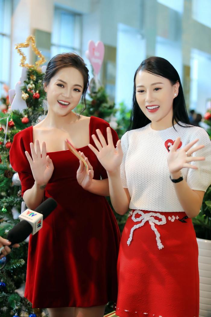 Diễn viên Thu Quỳnh cũng chính là vị giám khảo khách mời cùng với Phương Oanh. Cặp đôi tỏ ra rất ăn ý trong phần đánh giá của mình.