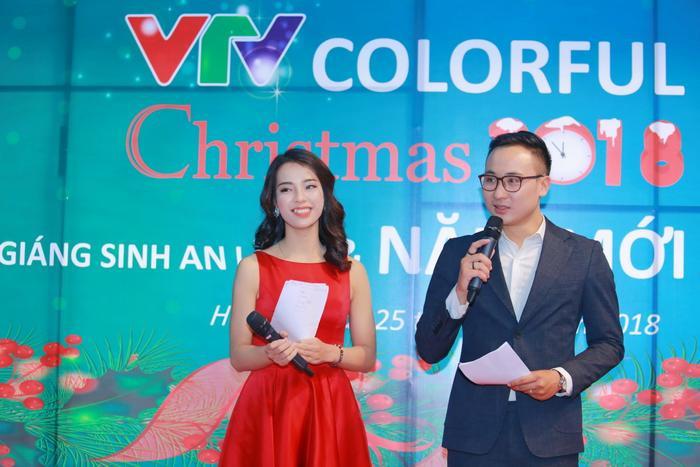 MC Việt Hà – Quốc Duy là cặp đôi dẫn chương trình VTV Colorful Christmas năm nay.