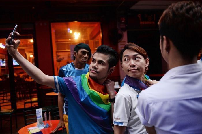 Dường như vùng đất chùa vàng bao dung nhiều hơn đối với người đồng tính tại đây nhưng chưa thực sự đối xử bình đẳng với họ