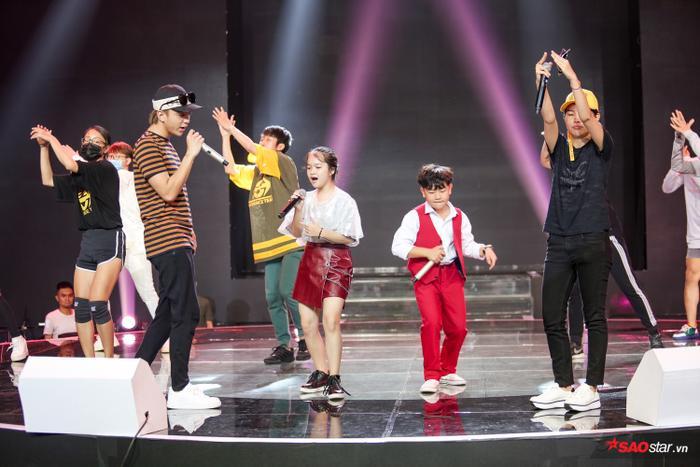 Anh Tuấn - Xuân Phương luôn là hai thí sinh được đánh giá cao với giọng hát nội lực cùng khả năng biểu diễn dạn dĩ trên sân khấu.