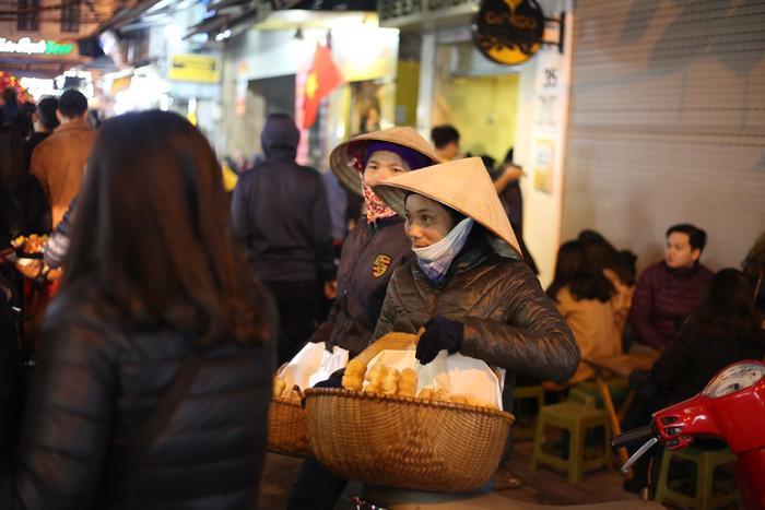 """Qua năm mới, tiếng rao """"bánh mì đây"""" vẫn vang vọng"""