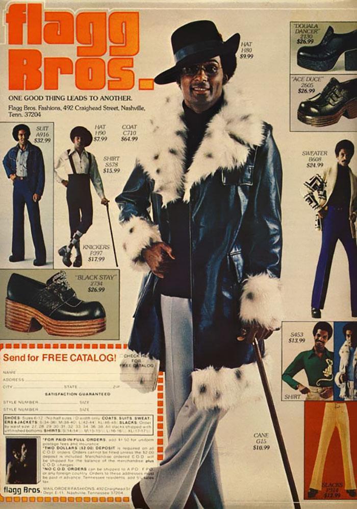 áo khoác dáng dài đính lông vũ cũng là một item được ưa chuộng.