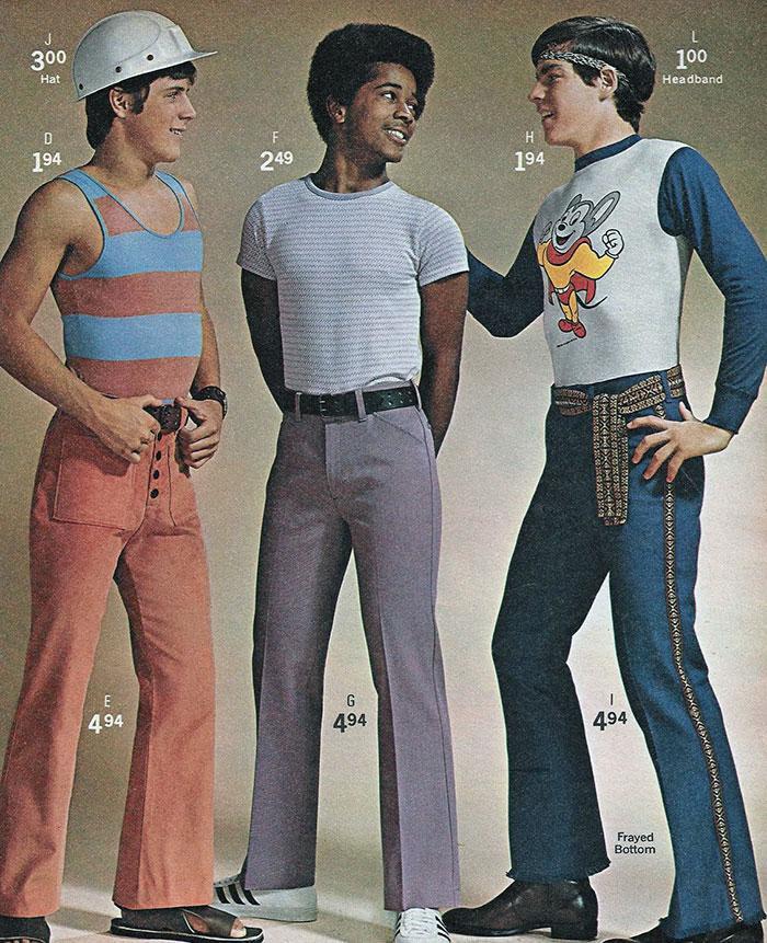 Quần ống loe thời điểm đó còn được mix với loạt áo màu sắc, cự kỳ sặc sỡ và hoàn toàn không mấy nam tính.