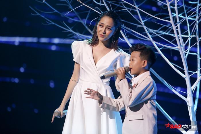 Cậu bé được chọn từ hàng ghế khán giả khi vòng thi Giấu mặt hết thí sinh nhưng cuối cùng lại trở thành chiến binh trụ lại đến cuối cùng của team Bảo Anh - Khắc Hưng.