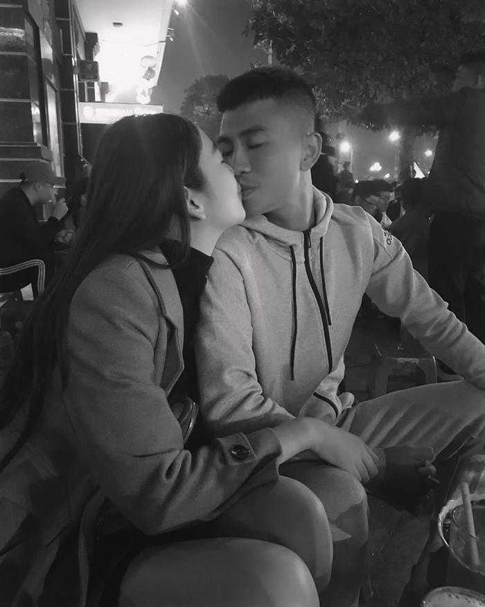 Tháng 7 năm nay, cặp đôi chính thức công khai mối quan hệ. Thanh Bình và bạn gái thường chia sẻ những khoảnh khắc ngọt ngào khiến các fan vô cùng ghen tị.