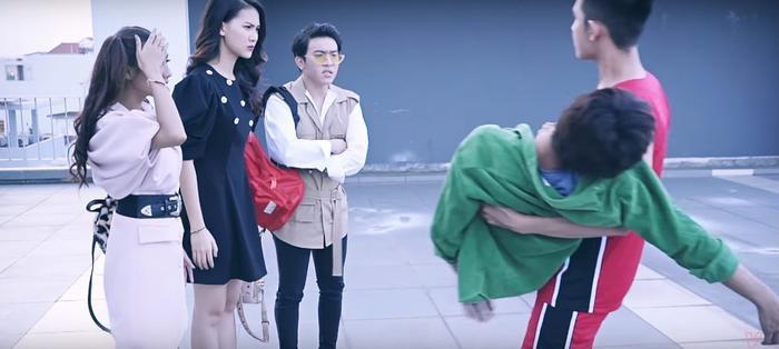'Hoán đổi thanh xuân' tập 4: Xuân Hùng muốn chia tay Quỳnh Hoa vì 'gà con' Kang Phạm?