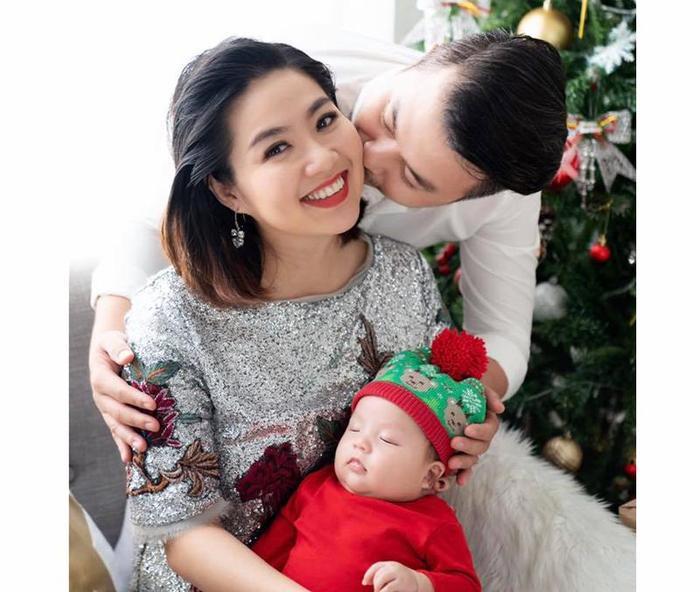 Tuy nhiên, hình ảnh mới nhất vừa được Lê Khánh chia sẻ trên trang cá nhân vào dịp Giáng sinh vừa qua có thể thấy người đẹp đã giảm cân và lột xác ngoạn mục.