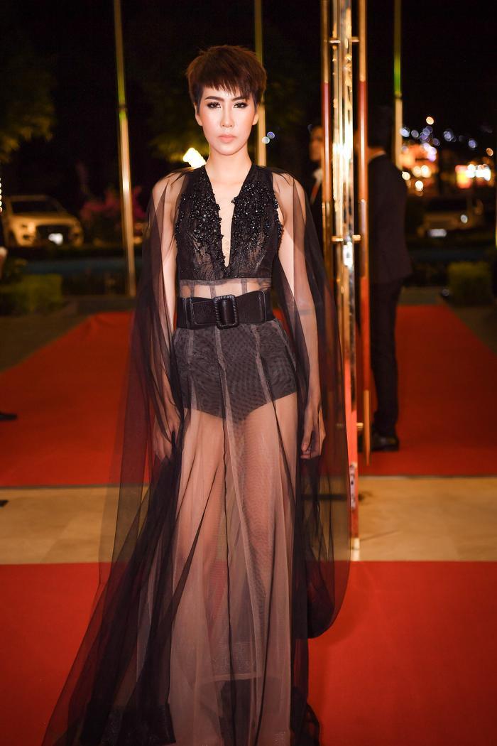 Siêu mẫu Quốc tế 2018 Khả Trang quét sạch thảm đỏ nhờ đường cong nữ thần ảnh 10