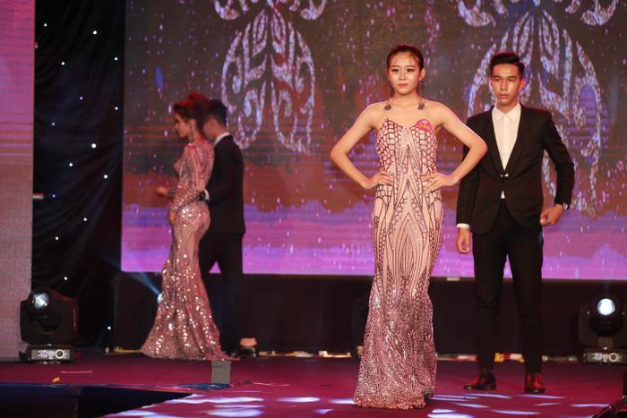 Tại Miss Hutech 2019, có nhiều thí sinh lần đầu đứng trên sân khấu của cuộc thi nhan sắc nhưng các bạn rất tự tin khi xuất hiện trước hàng ngàn khán giả.