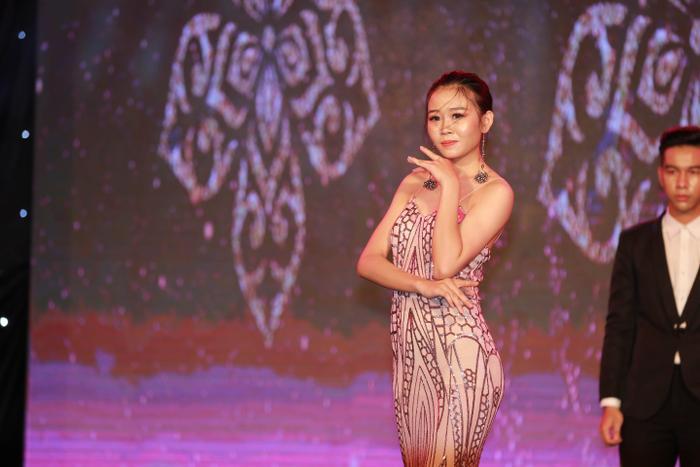 Với sự dẫn dắt của NTK Việt Hùng và Á hậu H'Ăng Nie suốt từ đầu cuộc thi, Top 20 Miss HUTECH năm nay được đánh giá cao với chất lượng đồng đều, phong thái trình diễn cuốn hút.