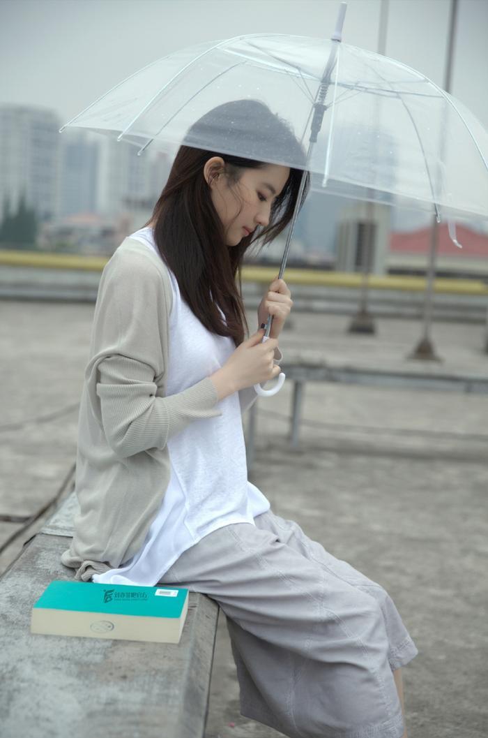 Cư dân mạng Trung bất ngờ phản ứng tiêu cực trước bộ ảnh Thần tiên tỷ tỷ Lưu Diệc Phi đến cùng cơn mưa ảnh 1