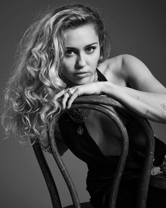 Biết đâu Miley Cyrus có thể giúp đỡ cô nàng rapper tội nghiệp này?