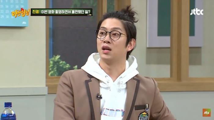 Fan và ứng dụng mở khóa điện thoại không nhận ra Jinyoung (B1A4) sau khi trang điểm ảnh 1