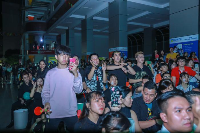 Sinh viên cháy hết mình cùng Miu Lê và Ngô Kiến Huy tại Miss Hutech 2019 ảnh 7
