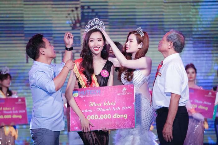 Thanh Khoa chính thức trở thành tân Hoa khôi Miss Hutech 2019.