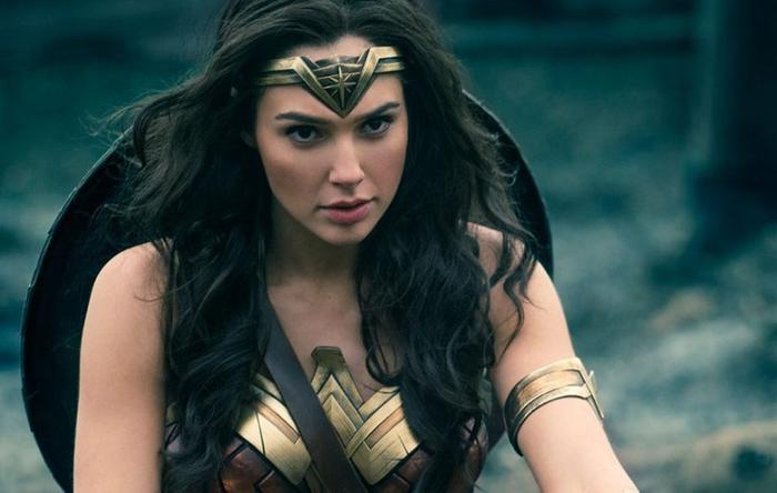 Gal Gadot nổi đình nổi đám với vai diễn Wonder Woman gây tiếng vang.