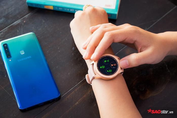 Bạn năng động tới đâu có Galaxy Watch theo tới đó khi hỗ trợ rất nhiều chỉ số và môn thể thao để theo dõi
