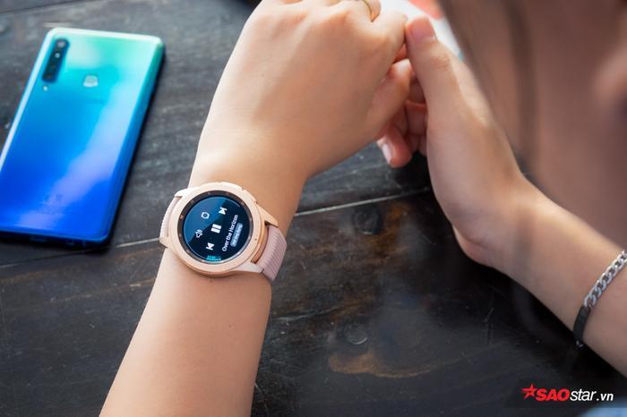 Dùng smartwatch nghe nhạc, tại sao không?